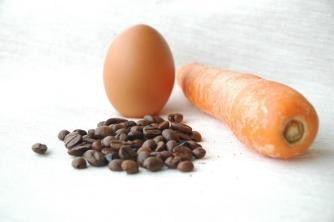 Trong nghịch cảnh bạn là cà rốt, trứng hay cà phê?